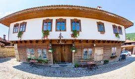 Hotel rural en el pueblo de montaña búlgaro de Zheravna Imágenes de archivo libres de regalías