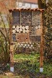 Hotel salvaje de la abeja - hotel del insecto Fotos de archivo libres de regalías