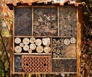Hotel salvaje de la abeja - hotel del insecto Fotografía de archivo libre de regalías