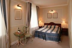 Hotel-Schlafzimmer Stockfotos