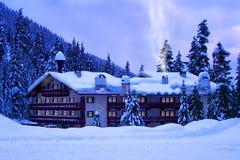 Hotel in sneeuw Stock Foto