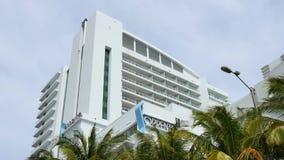 Hotel Sorrento de Fontainebleau que construye Miami Beach almacen de metraje de vídeo