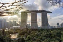 Hotel Supetree Grove und Marina Bay Sandss an den Gärten durch die Bucht in Singapur lizenzfreie stockfotografie