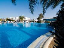 Hotel-Swimmingpool Lizenzfreie Stockfotografie