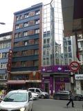 Hotel & szkoła na ulicie w Sisli Istanbuł fotografia stock
