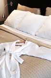 hotel szlafrok łóżka Obrazy Royalty Free