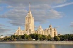 Hotel Ucrania en Moscú imagen de archivo