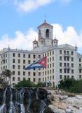 Hotel und Markierungsfahne Stockfotografie