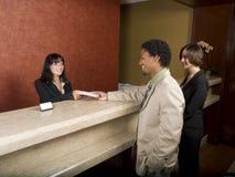 Hotel - viajantes de negócio Fotos de Stock Royalty Free