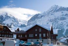 Hotel vicino all'area dello sci di Grindelwald Alpi svizzere all'inverno Fotografie Stock