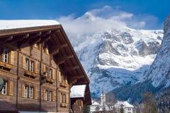 Hotel vicino all'area dello sci di Grindelwald Alpi svizzere all'inverno Fotografia Stock