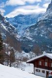 Hotel vicino all'area dello sci di Grindelwald Alpi svizzere all'inverno Fotografie Stock Libere da Diritti