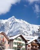 Hotel vicino all'area dello sci di Grindelwald Alpi svizzere all'inverno Immagini Stock
