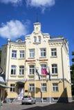 Hotel viejo de la ciudad de Meriton en Tallinn vieja fotografía de archivo libre de regalías