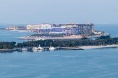 Hotel w kurorcie przy Arabskim zatoki wybrzeżem Fotografia Royalty Free
