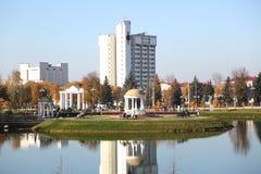 Hotel w parku big bena Duży zegar na budynku fotografia royalty free