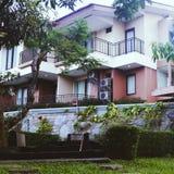 hotel y balneario en mi barat kuningan del jawa del pueblo, Indonesia del grage Fotos de archivo libres de regalías