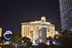 Hotel y casino, centro turístico y casino, Las Vegas, zona metropolitana, ciudad, noche, señal de París de Hollywood del planeta foto de archivo