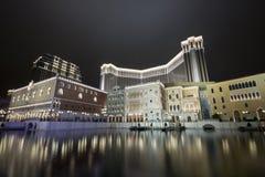Hotel y casino en la noche Fotografía de archivo libre de regalías