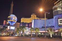 Hotel y casino, Las Vegas, centro turístico y casino, la tira, zona metropolitana, señal, noche, ciudad de París de Hollywood del foto de archivo