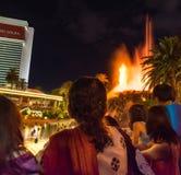 Hotel y casino, volcán del espejismo que entra en erupción Imagen de archivo libre de regalías