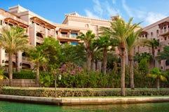 Hotel y distrito del turista de Madinat Jumeirah Imágenes de archivo libres de regalías