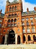 Hotel y ferrocarril Londres de St Pancras Foto de archivo libre de regalías