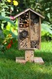 Hotel y mariquita decorativos del insecto del insecto del jardín de madera de la casa y Foto de archivo