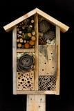 Hotel y mariquita decorativos del insecto del insecto del jardín de madera de la casa y Fotografía de archivo