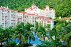 Hotel y piscina Imagen de archivo libre de regalías