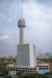 Hotel y torres de la playa del parque de Pattaya Imagen de archivo libre de regalías