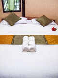 Hotelbett Lizenzfreies Stockfoto
