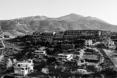 Hotele na zboczu w wiosce Mononaftis Zdjęcie Royalty Free
