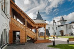 Hoteleingang des Gast-Yard Tobolsk Lizenzfreies Stockfoto