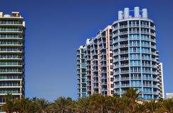 Hoteles coloridos del art déco de Miami imagen de archivo libre de regalías