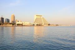 Hoteles de Doha en la puesta del sol Imagen de archivo libre de regalías