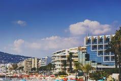 Hoteles de Juan Les Pins en la playa, destina turístico mediterráneo Fotografía de archivo libre de regalías