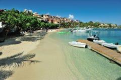 Hoteles en la playa en la isla del St Joan Fotos de archivo