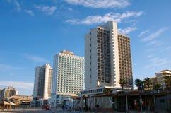 Hoteles en la primera línea en los coas mediterráneos fotos de archivo libres de regalías