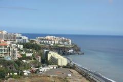 Hoteles modernos en el suburbio de Funchal Imágenes de archivo libres de regalías