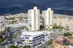 Hoteles modernos en Playa de Las Américas, Tenerife Imagen de archivo libre de regalías