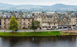 Hoteles y restaurantes en Ness Walk en Inverness Foto de archivo libre de regalías