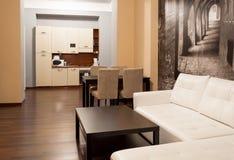 Hotelflat met keuken Stock Afbeelding