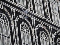 Hotelgebäude-Fensterhintergrund Lizenzfreie Stockfotografie