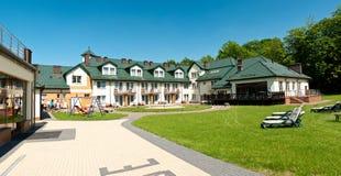 Hotelhinterhofpanorama Lizenzfreie Stockfotografie