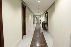 Hotelkorridor lizenzfreie stockbilder