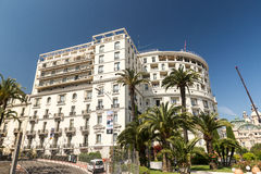 Hotell de Paris och trädgårdar Royaltyfria Foton