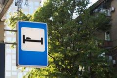 Hotell eller motell för trafiktecken Royaltyfria Foton