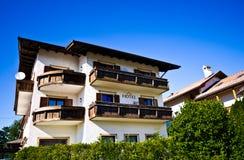 Hotell i Castelrotto, Italien Royaltyfri Foto