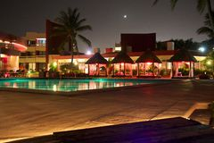 Hotell i Mexico på natten Arkivfoton